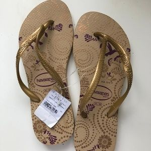 Havaianas in gold tone size 35-36 NWT